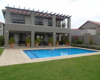 Martinone's - Fourways - Pool