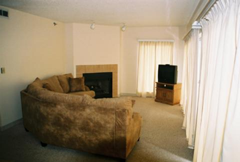 River Place Inn - Pigeon Forge - Living room