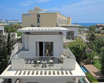 E-Hotel - Larnaca - Building