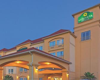 La Quinta Inn & Suites by Wyndham Columbus TX - Columbus - Building