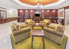 La Quinta Inn & Suites by Wyndham Columbus TX - Columbus - Lobby