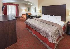 La Quinta Inn & Suites by Wyndham Columbus TX - Columbus - Schlafzimmer