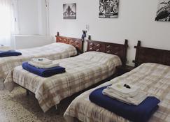 Hostal Monreal - Sant Joan d'Alacant - Спальня