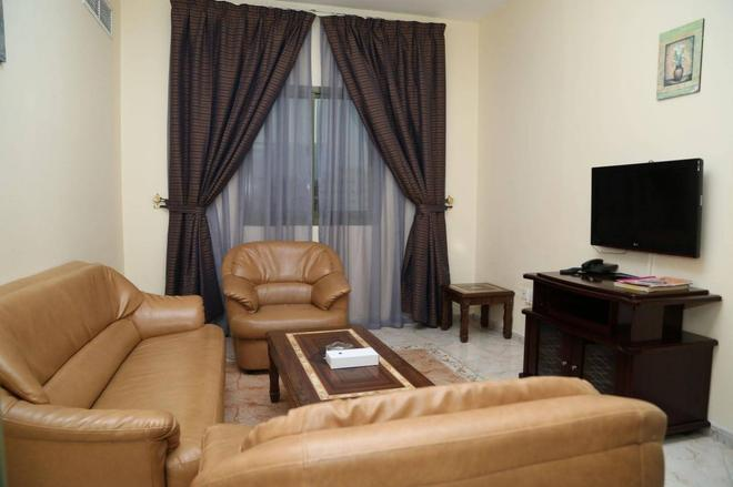 Safari Hotel Apartments - Ajman - Sala de estar