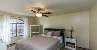 North Phoenix 6 Bdrm W/ Guest House And Htd Pool! - Phoenix - Schlafzimmer
