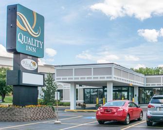 Quality Inn Geneseo - Geneseo - Building