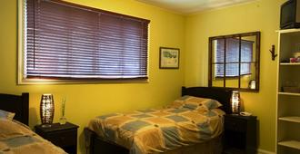Auberge Kicking Horse B&B and Guest House - Golden - Bedroom