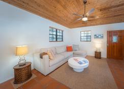 Private Beach Cottage - Best Value On Grand Turk! - Cockburn Town - Sala de estar