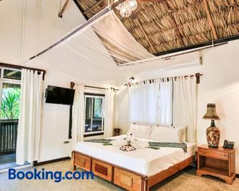Falling Leaves Lodge - San Ignacio - Bedroom