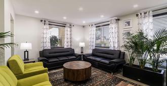 Quality Inn Coliseum - North Charleston - Living room