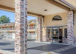 Quality Inn & Suites Woodland - Woodland - Edificio