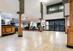 Wingate by Wyndham Athens Near Downtown - Athens - Lobby