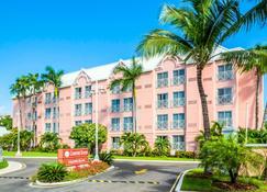 Comfort Suites Paradise Island - Nassau - Building
