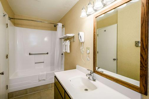Quality Inn Redding near I-5 - Redding - Kylpyhuone