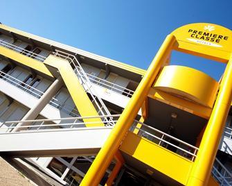 Premiere Classe Grenoble Nord - Moirans - Moirans - Building
