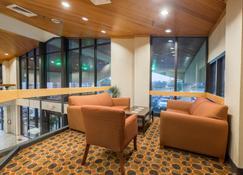 Red Roof Inn & Suites Cincinnati North-Mason - Σινσινάτι - Σαλόνι ξενοδοχείου
