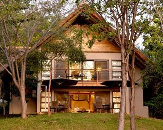 Victoria Falls Safari Suites - Cataratas Vitória - Edifício