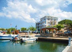 Marina d'Oro - Macinaggio - Building