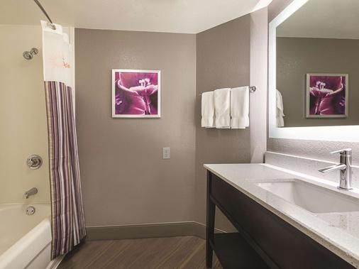 La Quinta Inn & Suites by Wyndham Dallas Plano West - Plano - Phòng ngủ
