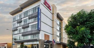 Hampton Inn & Suites Los Angeles/Hollywood, CA - Los Angeles - Building
