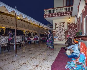 Umaid Bhawan - A Heritage Style Boutique Hotel - Džajpur - Outdoors view