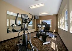 Microtel Inn & Suites by Wyndham Council Bluffs - Council Bluffs - Gym