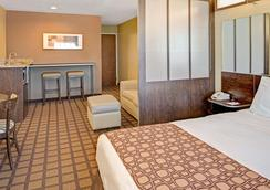 Microtel Inn & Suites by Wyndham Council Bluffs - Council Bluffs - Bedroom