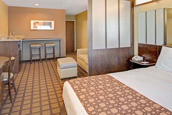 Microtel Inn & Suites by Wyndham Council Bluffs - Council Bluffs - Κρεβατοκάμαρα