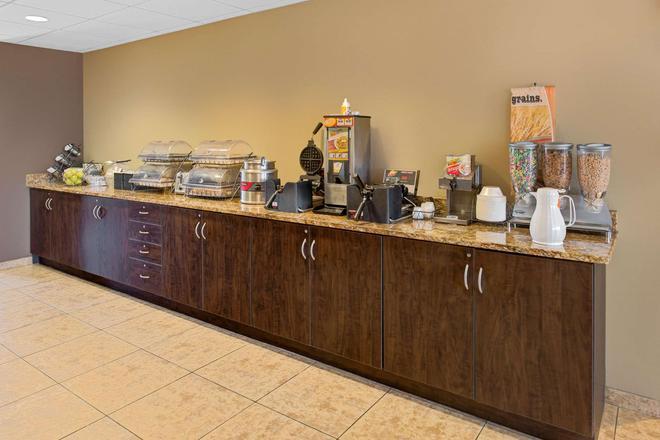 Microtel Inn & Suites by Wyndham Council Bluffs - Council Bluffs - Μπουφές