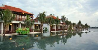 Vinh Hung Emerald Resort - Хой - Здание