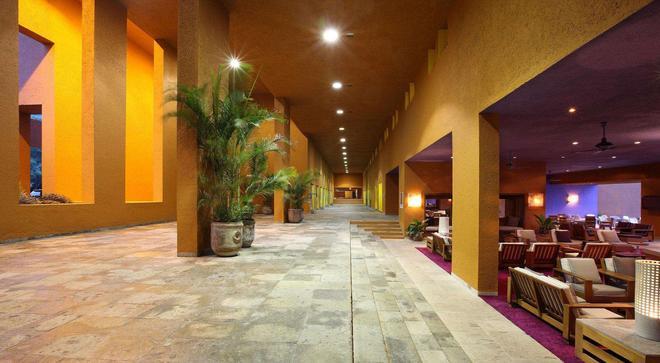 伊斯塔帕拉斯布拉薩斯酒店 - 伊斯塔帕 - 錫瓦塔塔內霍 - 酒吧