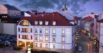 Hotel Trinity - אולומוץ - בניין