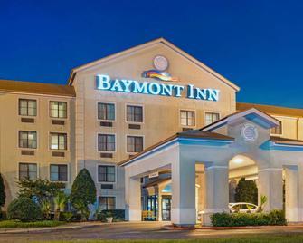 Baymont by Wyndham Conroe - Conroe - Gebouw