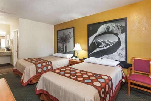 Super 8 by Wyndham Bakersfield South CA - Bakersfield - Bedroom