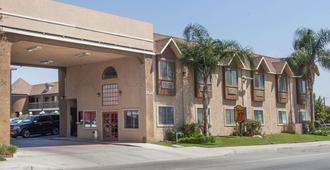 Super 8 by Wyndham Bakersfield South CA - Bakersfield - Edificio