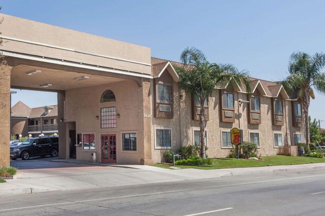 슈퍼 8 바이 윈덤 윈덤베이커스필드 사우스 CA - 베이커즈필드 - 건물