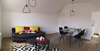 Green Garden Plus Apartman - Budapest - Dining room