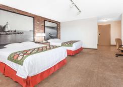 Super 8 by Wyndham Sudbury ON - Sudbury - Phòng ngủ