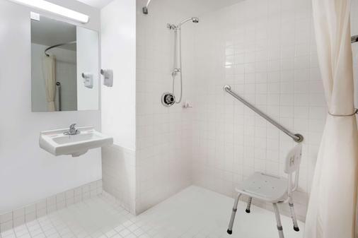 Super 8 by Wyndham Sudbury ON - Sudbury - Phòng tắm