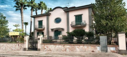 Villa Laura - Cisterna di Latina - Building