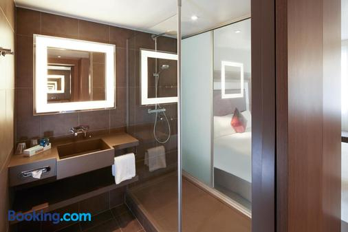 Novotel London Brentford - Brentford - Bathroom