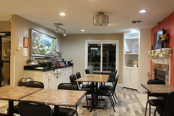 Hawthorn Suites by Wyndham Wichita East - Wichita - Dining room
