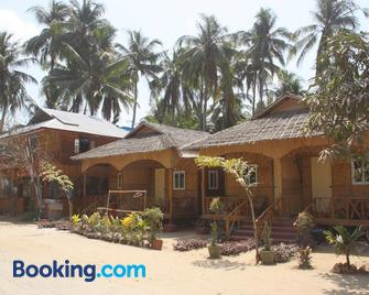 Soe Ko Ko Beach House & Restaurant - Ngwesaung - Building