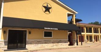 Executive Inn & Suites - Longview - Edificio