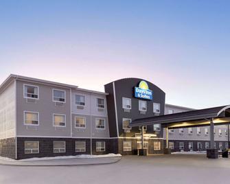Days Inn & Suites by Wyndham Warman Legends Centre - Martensville - Building