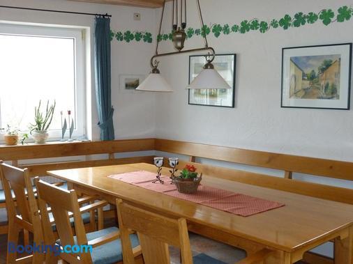 Weingut-Brennerei-Gästehaus Emil Dauns - Reil - Dining room