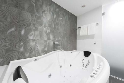 Avenue Hotel Canberra - Canberra - Phòng tắm