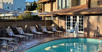 Mountain View Inn SureStay Collection by Best Western - Mountain View - Πισίνα
