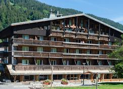 Chalet-Hôtel La Marmotte, La Tapiaz & Spa, The Originals Relais (Hotel-Chalet De Tradition) - Les Gets - Building