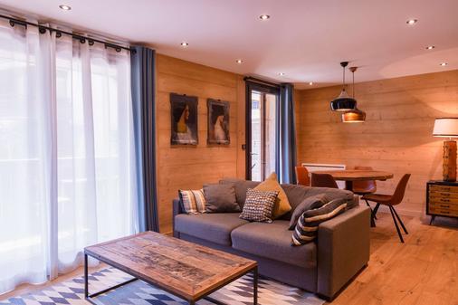 Chalet-Hôtel La Marmotte, La Tapiaz & Spa, The Originals Relais (Hotel-Chalet De Tradition) - Les Gets - Living room